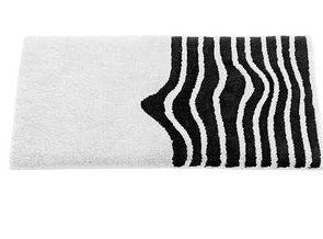 tapis de bain graphiques de toutes les couleurs et de toutes les formes lavieenrouge. Black Bedroom Furniture Sets. Home Design Ideas