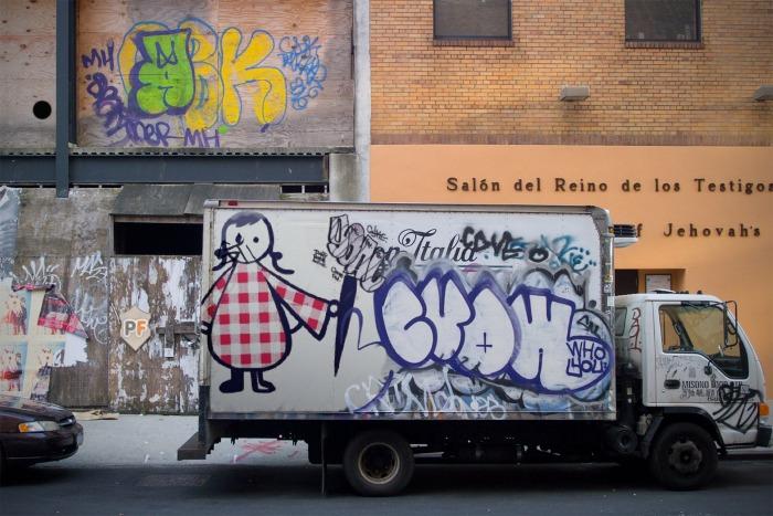 Lavieenrouge graffiti