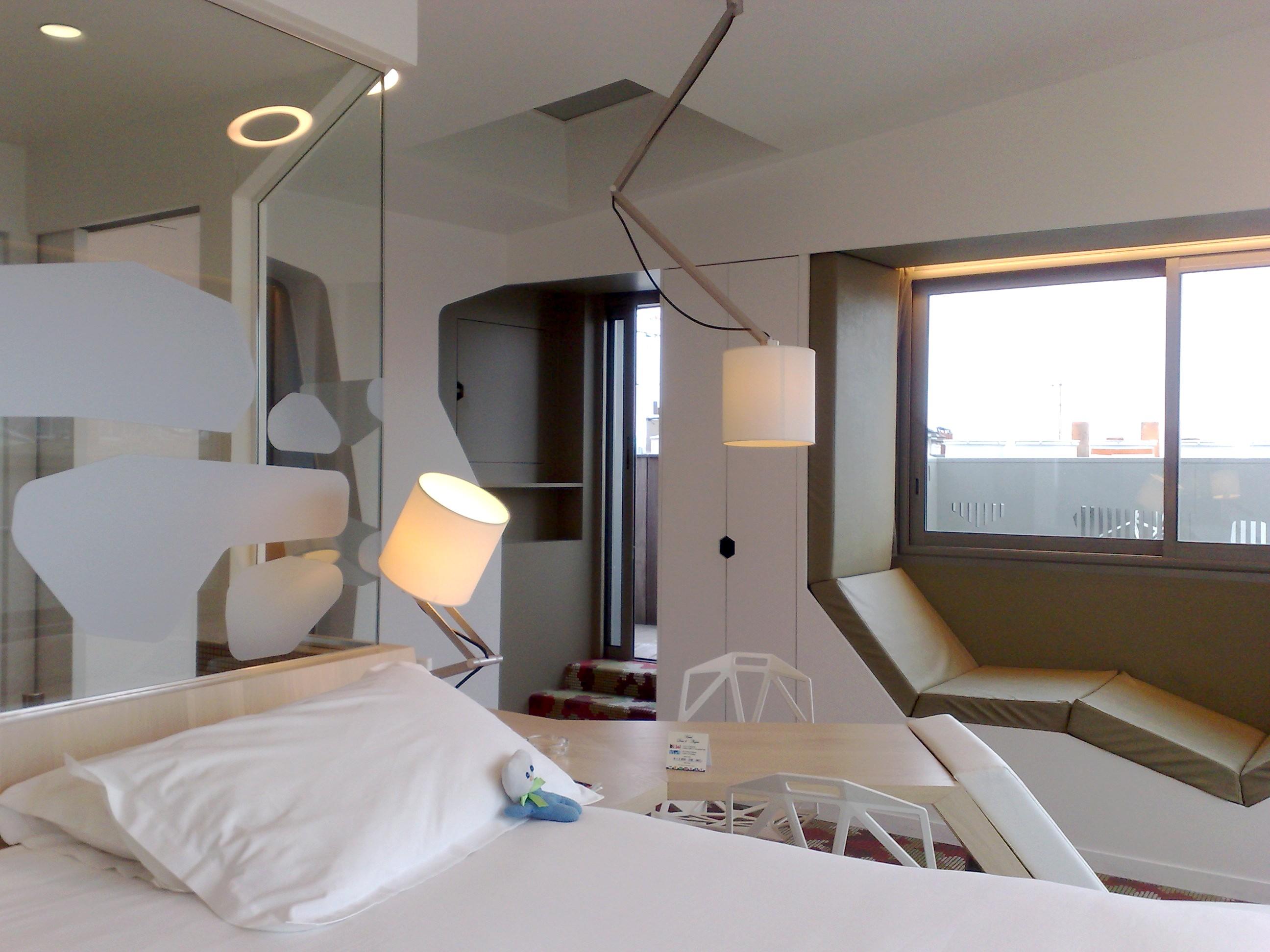 ma nuit dans le penthouse de l'hôtel des ducs d'anjou. – lavieenrouge