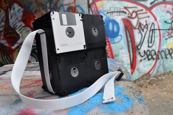 recyled-Floppy-Disk-Bags-by-Roxanne-Gibson-8.jpg.pagespeed.ce.tUzP3OEqVO