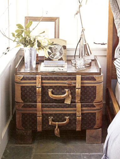 que faire avec de vieilles malles vuitton lavieenrouge. Black Bedroom Furniture Sets. Home Design Ideas
