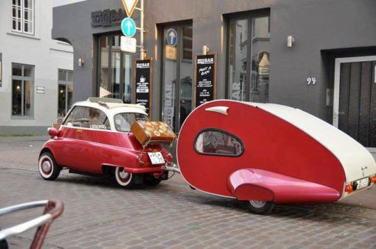 voiture rouge.