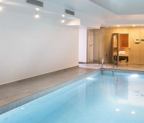 piscine d'hôtel à Paris