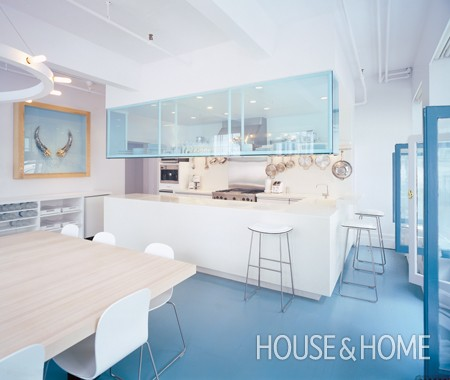 Spacious_Blue_Kitchen_KN07