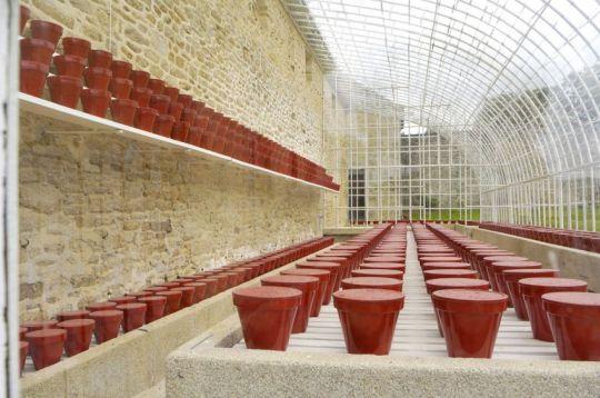 Jean-Pierre Raynaud(1939 – France) 1000 pots bétonnés peints pour une serre ancienne
