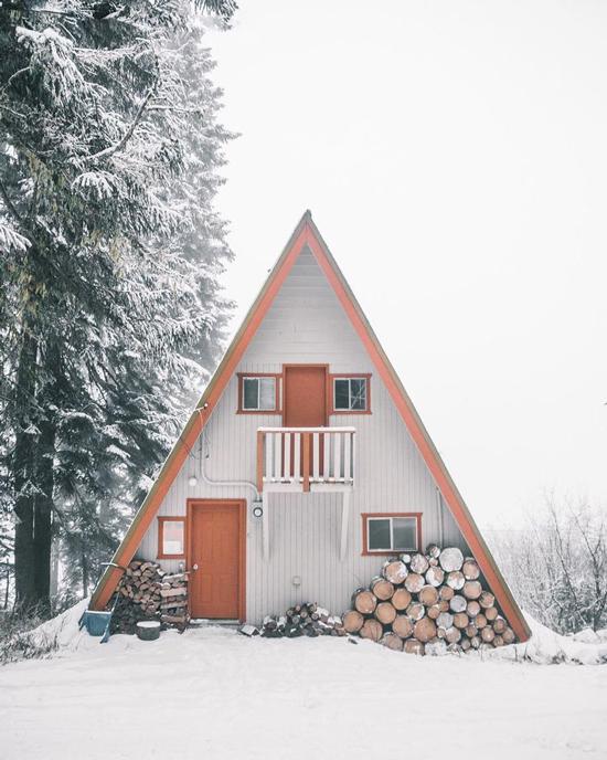 a frame cabin 4