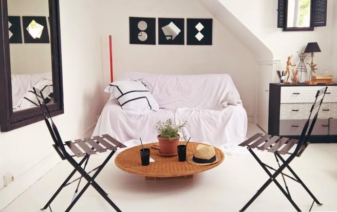chaise de jardin dans une chambre