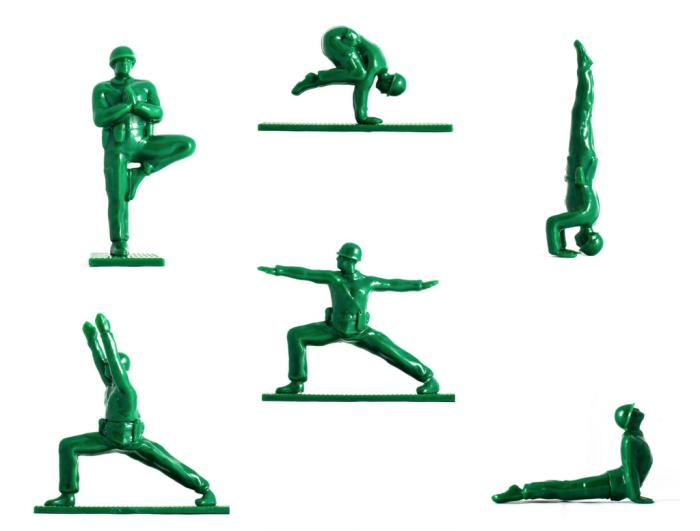 Soldats qui font du yoga