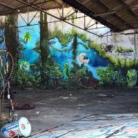 """Graffitis sur les docks (partage de """"La vie en rouge"""""""