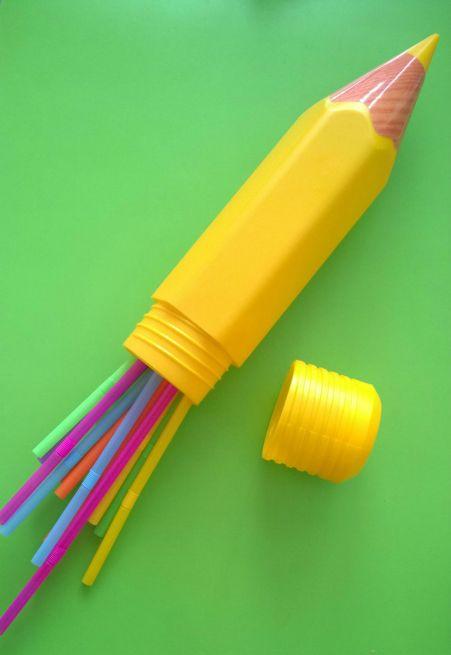 Boîte en forme de crayon. 1