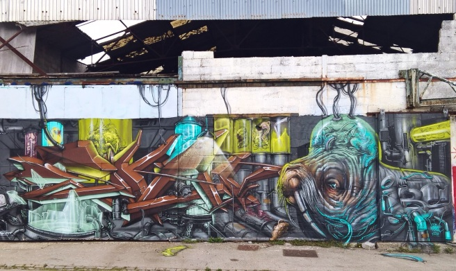 graffiti sur les docks de Lorient